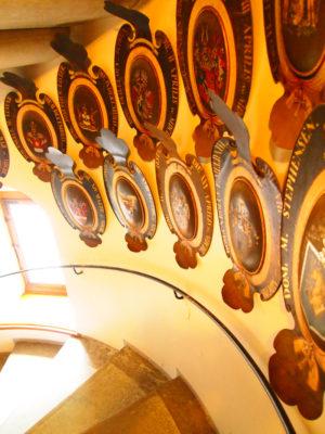フレデリクスボー城内の階段・紋章