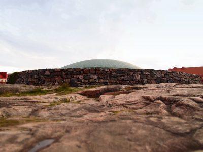 岩の教会の外観