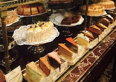 DEMELのケーキ売り場