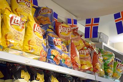 アイスランドのスーパーのポテチ売り場