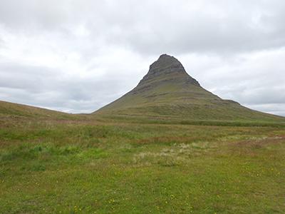 アイスランドのカークワフェル山Kirkjufell