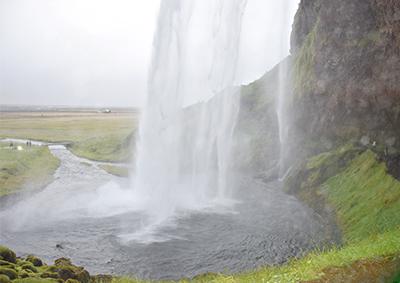アイスランドの滝セリャラントスフォス