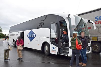 Glayline氷河湖ツアーのバス