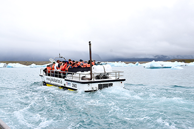 ヨークルサウルロン氷河湖クルーズ水陸両用車