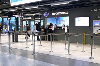 ケプラヴィーク空港のGraylineバスカウンター