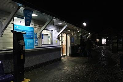 夜のウィンダミア駅