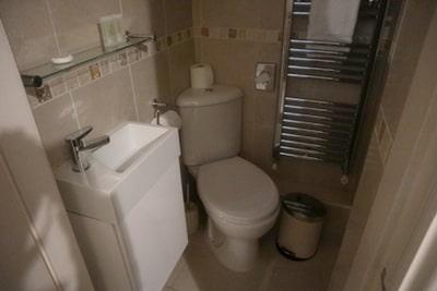 ボウネスのB&Bウェストボーンのバスルーム