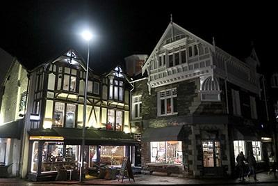 夜のボウネスの町並み