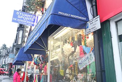 ブーツを買ったボウネスのスポーツ用品店