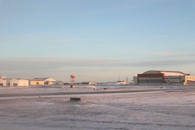 ケプラヴィーク空港の雪景色15時頃