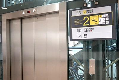 ブリュッセル国際空港鉄道乗り場へのエレベーター