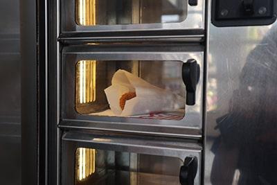 オランダのコロッケ自販機