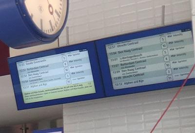 オランダの駅・電光掲示板