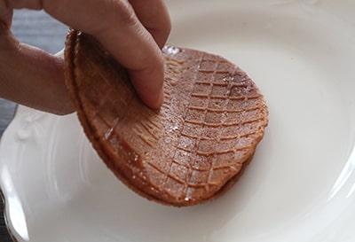 トースターで温めたストロープワッフル