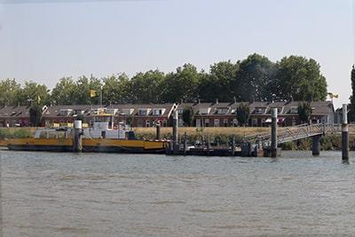 水上バスでキンデルダイクへ