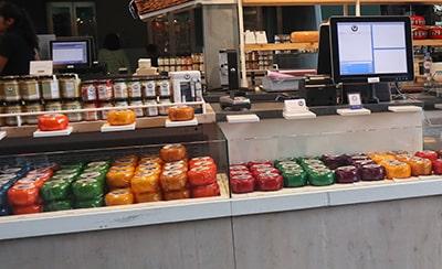 マルクトハルのチーズ店