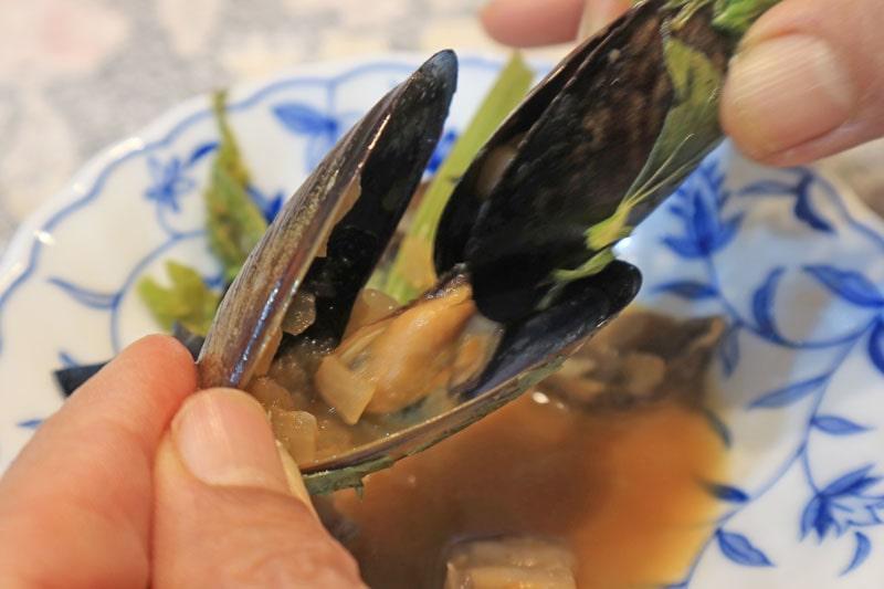 ムール貝の食べ方