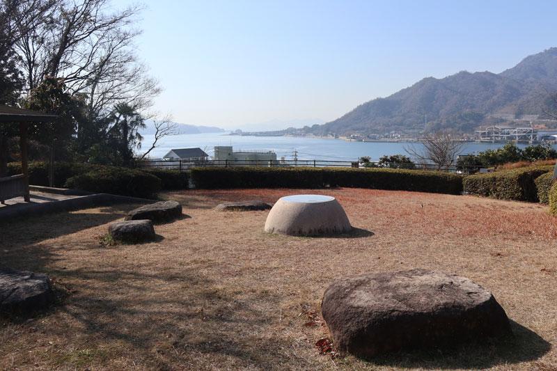 生口橋の休憩所